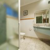 king-room-bathroom